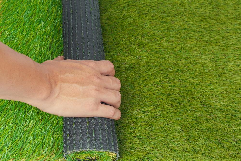 התקנת דשא סינטטי במרכז